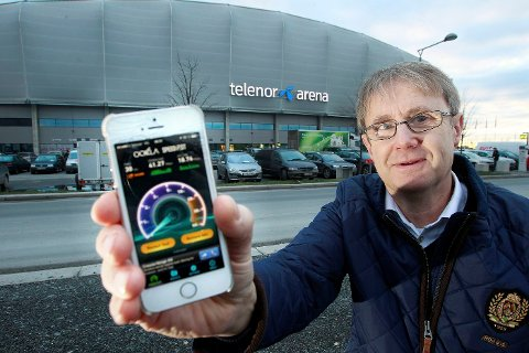 SUPERDEKNING: Bjørn Amundsen, dekningsdirektør i Telenor, sammenligner Telenor Arena med Millenium Stadion i London.