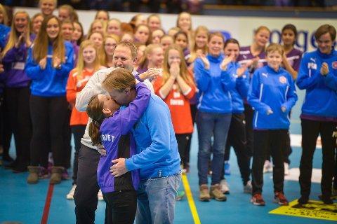 Monica Fredheim og Morten Lindal skal gifte seg etter å ha vært kjærester i 16 år.