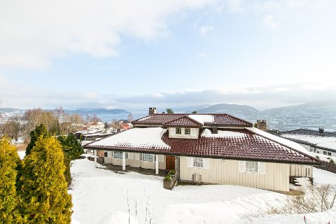 For 11.700.000 kroner, kan du sikre deg denne villaen på Strøtvet.