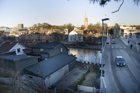 Skillelinjen: Vesterelven og Kråkerøybrua er etter Rania Maktabis syn skillet som tilsvarer øst og vest for Akerselva i Oslo.                                                                                                                                                                                                                                                                                                                       Foto: Trond Thorvaldsen
