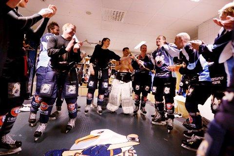 GOD STEMNING: Guttene i Seagulls feiret naturligvis seieren og seriemesterskapet. Foto: Grethe Nygaard