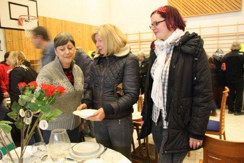 VISUELT: Ann-Marie McCarthy (f.v), Jacuqeline Taylor og Lucie Taylor syns arrangørene har gjort en god jobb med ustillingen av varene.