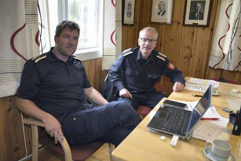 Ledelse: Brannsjef Ragnar Sund, Ringsaker, (t.h.) ledet øvelsen sammen med Torgeir Dybvig fra Hedmarken brannvesen.