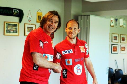 Follo HKs daglige leder Mats Julius Haakenstad ønsker Valter Perisa velkommen til klubben. Kroaten er Follo HKs nye hovedtrener.