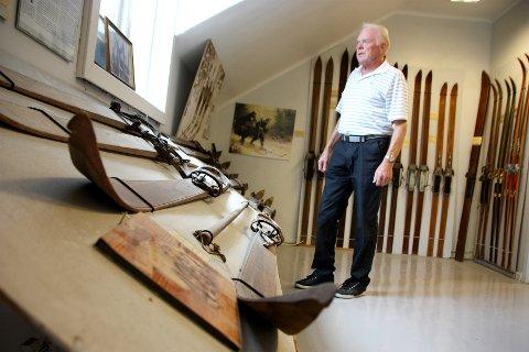 – Det var litt av hvert som kom inn av ski som folk ville bli kvitt, forteller Sverre Mysen om tiden da han først begynte å samle på ski.