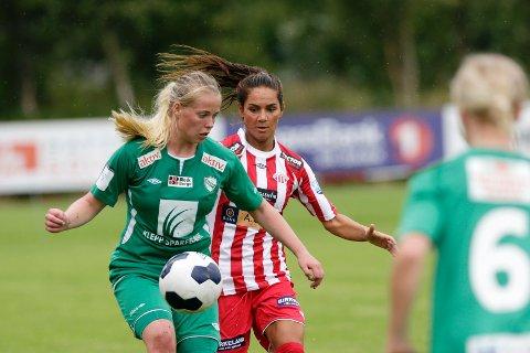 Svenske Lisa Klinga i duell med tidligere Avaldsnes-spiller Therese Åsland.