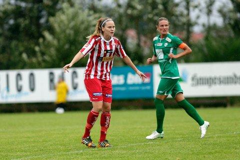 Lisa Dahlkvist skal bli den nye dirigenten i Avaldsnes-laget. Til høyre Klepp-kaptein Gry Tofte Ims.