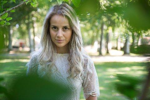 Anniken E. Jørgensen vil ikke at folk skal slutte å kjøpe klær, fordi da mister arbeiderne jobben. – Endringene må komme fra kleskjedene, sier hun.