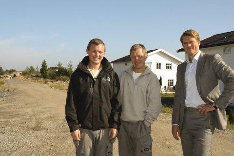 SUKSESS: Duoen Lars og Atle Normann har sammen med eiendomsmegler Knut Dahl lyktes med sine boligprosjekter i Våler. BEGGE FOTO: KARIN HANSTENSEN