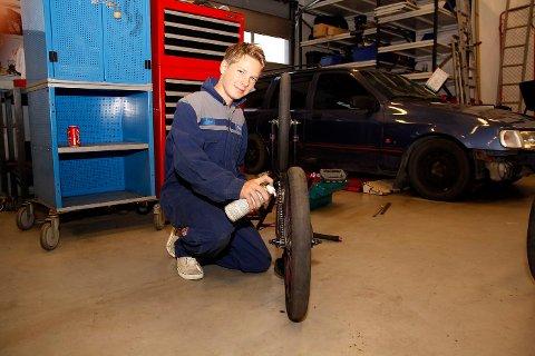 BMX: Marcus Bråthen har skrudd mye på sykkel før, og ser frem til å lære mer om motor.
