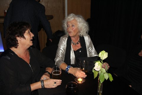 Mimrer: Randi Johnsen (f.v) og Kari Beathe Hauge Skåleskog har mange minner fra Snorre og musikken derfra. Foto: Susanne Øvrevik Steffensen