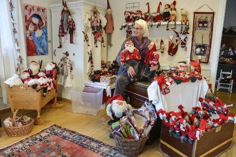 STARTER TIDLIG: Wenche Girlando mener at julen bringer gode vibber og at det derfor er best å starte tidlig. (Foto: Atle Møller)