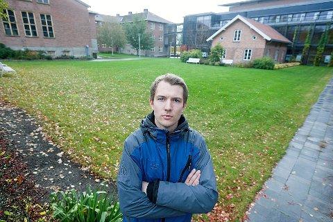 Leder av Studenttinget ved NMBU, Lasse Hjelle er ikke begeistret over regjeringens forslag om å innføre skolepenger. FOTO: Ole Kr. Trana