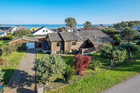 Ifølge megler, er det beliggenheten, og ikke huset, som ga denne eiendommen langt høyere pris enn antatt.