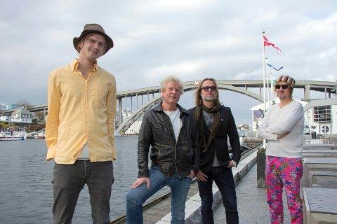 NYE VAMP: Ny gitarist i Vamp er Bjørn Berge. (Fra venstre Odin Staveland, Øyvind Staveland, Bjørn Berge og Jan Ingvar Toft. Foto: Tore Roth Stranden