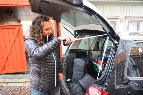 Ifølge Glenn Main Henriksens mål, er størrelsen på varerommet i tråd med regelverket for varebil. Derfor har han bestilt en skikkelig måling hos biltilsynet.