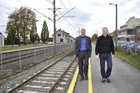 KRITIKKVERDIG: Verken rådmann Lars J. Tveit (til venstre) eller ordfører Erlend Larsen grep inn mot krenkelsen av engasjerte innbyggere. Foto: Paal Even Nygaard