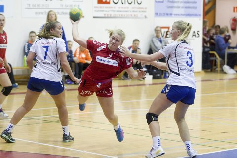 Ylva Loftfjell Baardseng scoret tre mål i søndagens 25–21-seier over Nordstrand 2. FOTO: BJØRN V. SANDNESS