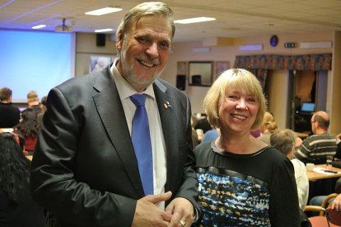 Peter Kuran og Gretha Thuen før kveldens nominasjonsmøte på hotell Victoria.