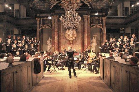 KOR: Publikum møtte et presist og forberedt kor som tok oppgaven på alvor. FOTO: Lars Bryne