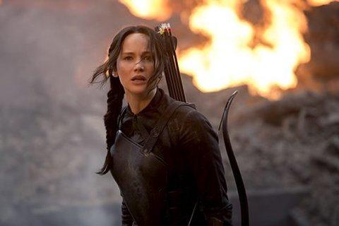 Sterk rolle: Jennifer Lawrence spiller den kvinnelige helteskikkelsen og opprøreren Katliss Everdeen. Philip Seymour Hoffmann, Donald Sutherland og Juliane Moore har andre roller.foto. filmweb