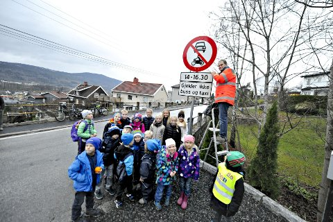Glade: Elevene ved Øren skole synes det er kjempefint at skoleveien stenges for gjennomkjøring når de går til og fra skolen. foto: lisa selin