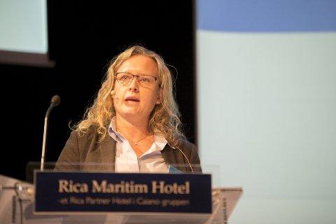 Presenterte: Anne Espelien, partner i Menon Business Economics, fortalte de frammøtte hva som hemmer og fremmer vekst i regionen. foto: einar tho