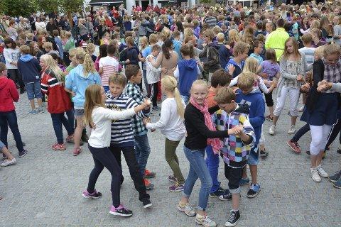 Det nye torget i Brumunddal har mange arrangementer og samler mye folk.