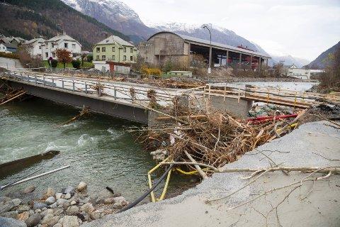 Hjøllo bru, som fikk store skader under flommen i Odda, er nå åpen for trafikk. ARKIVFOTO: KAI-INGE MELKERAAEN