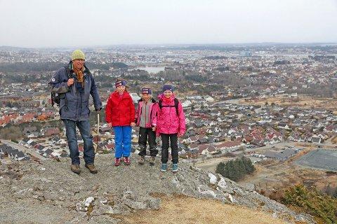 PÅ TOPPEN AV BLEIKEMYR: Utsikten fra Ulvaskar. FOTO: Lars Gjerde