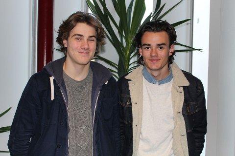 LYTTET TIL PST: Sivert Kyrkjebø Gjølmesli (16) fra Sandvika og Markus Moen Sørensen (16) fra Blommenholm synes PST-foredraget var spennende.