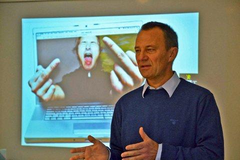 ADVARTE: Direktør Jon Fitje Hoffmann fra PST