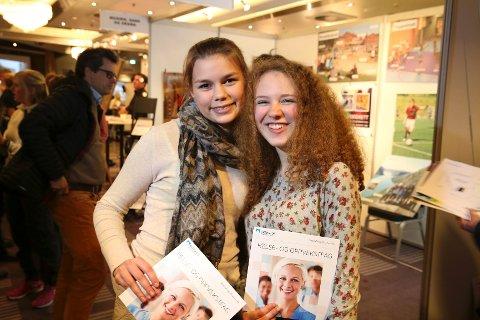 KREATIVE: Hundsund-jentene Kathinka Christensen og Amanda Edenholm tror veien videre går mot Rud.