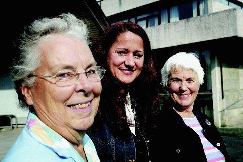 NETTVERK: Vi er et nettverk av kvinner med ulik bakgrunn som knytter bånd, sier Birgitta Sæbø, Marija Tomac og Kirsten Molteberg i Ås internasjonale kvinnegruppe som fyller 20 år i år. FOTO: BJØRN V. SANDNESS
