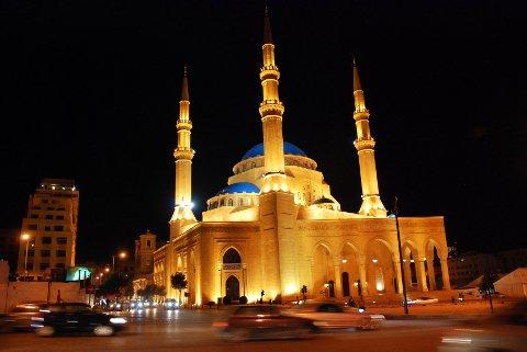 Libanon er kjent for sin flerreligiøsitet. I downtown ligger den imponerende Mohammed al-Amin moskeen, lik den blå moskeen i Istanbul. Ved siden av ligger St. Georges-katedralen fra korsfarertiden.