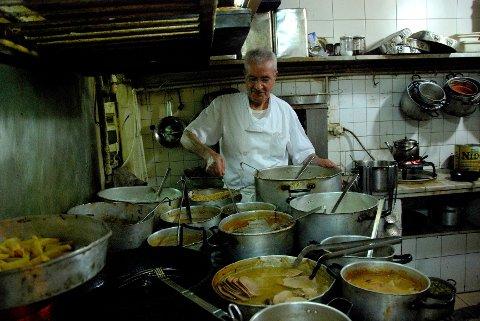 François Bassile, eier og kokk, har drevet den tradisjonelle libanesiske restauranten Le Chef i over 30 år.