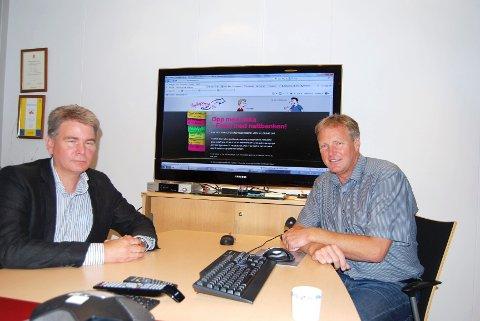 Mange ungdommer får betalings- problemer. Blant annet på grunn av mobiltelefon. Rune Asheim  (til venstre) og Sven Karsten Fles anbefaler dem å bruke nettsiden skyldepenger.no.
