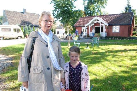 Anne Marie Unnerud tok med barnebarnet Wilhelmine på markedet på Søndre Kallum.