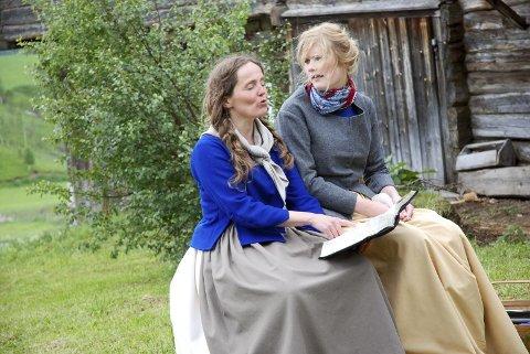 SALOMOS HØYSANG: En engasjert Sara leser høyt for den sjokkerte besta, spilt av Kjersti Tingelstad.