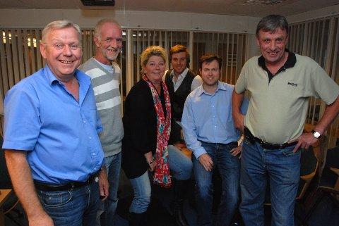 Onsdag kveld ble det enighet om ny borgerlig ledelse i Elverum. Fra venstre: ordfører Erik Hanstad (Høyre), Rune Marius Hermansen (Team Elverum), Kersti Grindalen (Frp), Martin Løken (Venstre) Yngve Sætre (Høyre) og varaordfører Arnfinn Uthus (Sp).