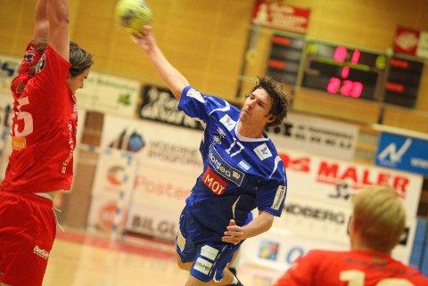 Skuddvillig: Steffen Wahlund skjøt mye mot Kent Robin Tønnesen og Haslum.