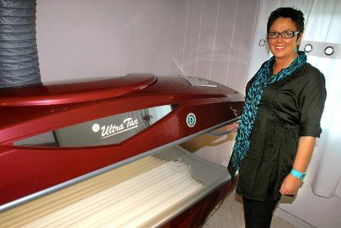 Ruth-Eva Dahl har drevet solarium på Tynset siden 1986. - Nå er det nok, sier hun etter at de nye reglene kom.