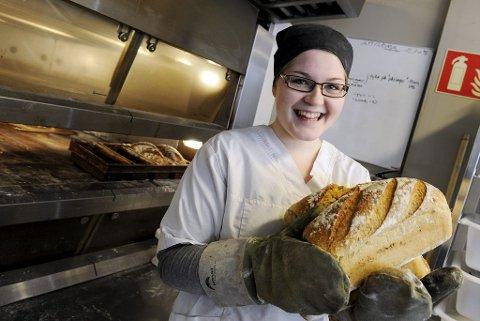 VANN I MUNNEN: – Jeg elsker å bake. Det er det beste som fins, sier TB Aktiv-deltaker Susanna Södermann, bakermester på With brød & kaffe. Foto: Per Gilding