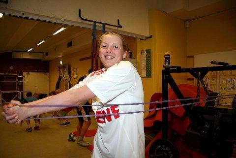 trening med smil: Påfallende mange unge svømmere som trente med et smil om munnen da ØB var innom treningsrommet under svømmehallen på Sofiemyr, her Helene Joyce Nilssen.