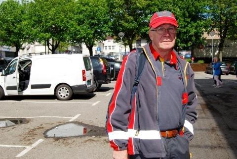 Ivar Toms ble rystet da han ble vitne til hvordan politiet håndterte en skadet katt i Valløveien i Tønsberg.
