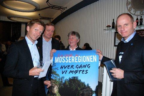 - Vi har kjempestore forhåpninger, og vi ønsker med dette å løfte regionen, sa Reidar Kaabbel og Tage Pettersen før de entret scenen. Fra venstre: Tage Pettersen, Niels Wiig, Brith Bakken og Reidar Kaabbel.
