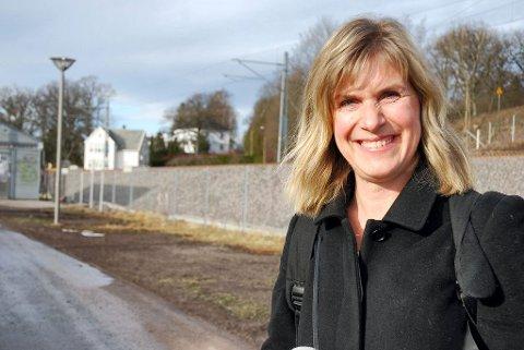 BYGGER HEIS: Marit Synnes Lindseth bekrefter at detaljplanleggingen av heisen i Holmestrand allerede er i gang.  Foto: Jan Broms