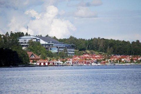 Samtidig som det er bygd opp et gigantisk, kommersielt konferansesenter på Brunstad i Stokke, har også menighetstoppenes private velstand økt påfallende.