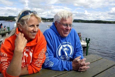 SOM FAR SÅ DATTER: Anniken og Tom driver Sjøleiren sammen, her sommeren 2004. Far er brumlebassen som holder kustus, kjøper inn all maten og reparerer alt, sier Anniken.