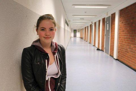 En anmerkning stopper deg ikke fra å snuse på skolen, mener nestleder i elevrådet på Ski vgs, Isabelle Mackie.